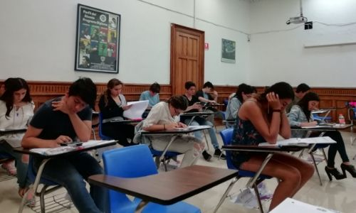 alumnos-colegio-williams-sesion-diploma-ib